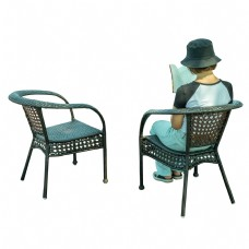 两只藤椅女孩看书学习