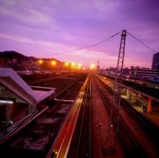 火车站夕阳落下