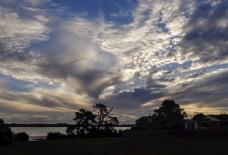 新西兰海滨小镇彩云与晚霞