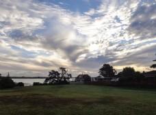 奥克兰海滨小镇傍晚的彩云