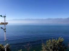 蓝色天空洱海