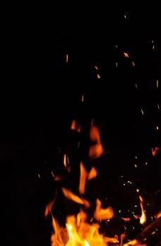 黑夜中的火焰