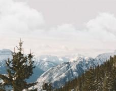 山顶雪山山峰景色
