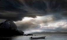 湖水中的小船