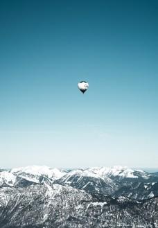 热气球飞上蓝天