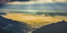 阳光云层山顶云海