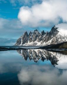 蓝天雪山山脉