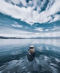 蓝天大海渔船