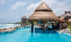度假海滩游泳池