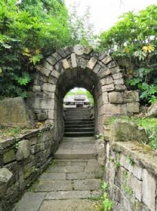 条石圆洞门