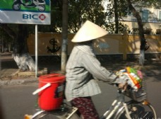 戴草帽的女人