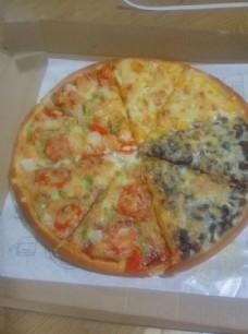四拼大披萨