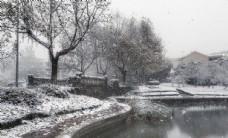 城市风光秋日和雪