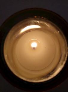 燃烧的香薰蜡烛正面