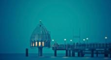 蓝色海边码头