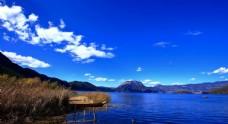 蔚蓝天空下的美景