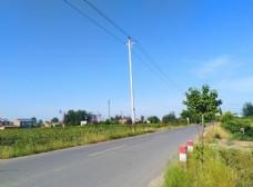蓝天下的乡村美景