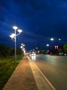 夜色下的城市街道风景