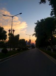 日暮下的城市风景