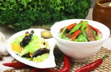 小炒肉盖饭有配菜