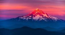 夕阳雪山背景