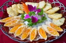 黄卷拼墨鱼饼