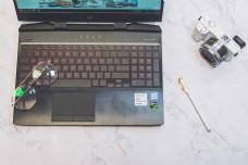 数码产品与办公用品桌面